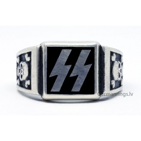 WW II GERMAN WAFFEN SS RING with skull