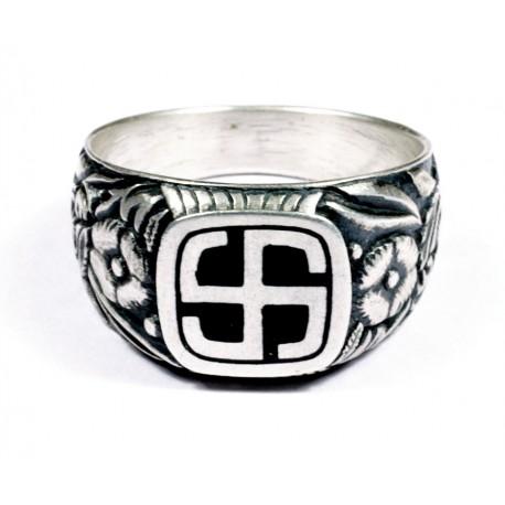 Перстень с изображением свастики WW II