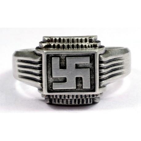 Перстень с изображением свастики