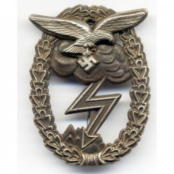 Знак «За наземный бой для ВВС» (нем. Erdkampfabzeichen der Luftwaffe).