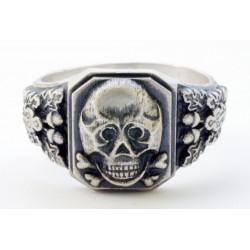 Серебряный перстень с черепом и костями