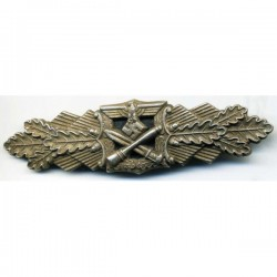 GERMAN CLOSE COMBAT WAR BADGE IN SILVER.