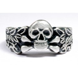 GERMAN RING WW II WITH SKULL