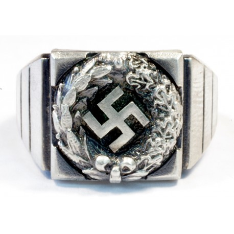 WWII GERMAN NAZI SWASTIKA RING IN SILVER